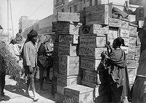 Roger-Viollet | 155265 | Casablanca - Loading of goods at the harbour | © Maurice-Louis Branger / Roger-Viollet