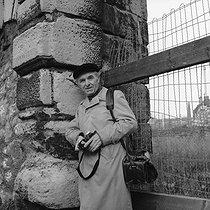 Roger-Viollet | 158069 | Robert Doisneau (1912-1994), French photographer. Paris, January 1980. | © Kathleen Blumenfeld / Roger-Viollet