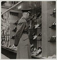 Roger-Viollet | 160099 | German soldier in front of a shoe shop called  La tentation chaussure , rue de Rivoli, Paris (Ist or IVth arrondissement). 1940. Photograph by Roger Schall (1904-1995). Paris, musée Carnavalet. | © Roger Schall / Musée Carnavalet / Roger-Viollet
