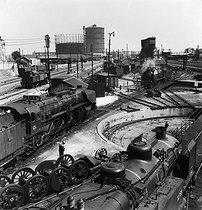 Roger-Viollet | 162273 | Gasometers and locomotive depot of the SNCF (French National Railway Corporation). Paris, Porte de la Chapelle, 1956. Photograph by Janine Niepce (1921-2007). | © Janine Niepce / Roger-Viollet