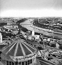 Roger-Viollet | 163894 | Exposition universelle de 1878, Paris. Vue prise du haut du Trocadéro vers la Seine. | © Léon & Lévy / Roger-Viollet