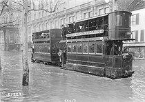 Roger-Viollet   167095   1910 Great Flood of Paris   © Maurice-Louis Branger / Roger-Viollet