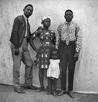 Roger-Viollet | 167687 | Family portrait. Lambaréné (Gabon), March 1966. Photograph by Hélène Roger-Viollet (1901-1985) and Jean Fischer (1904-1985). | © Hélène Roger-Viollet & Jean Fischer / Roger-Viollet