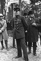 Roger-Viollet | 168115 | René Compain, a severely injured veteran, turned guard at the clearing of Rethondes. Compiègne (Oise, France), 1918. | © Albert Harlingue / Roger-Viollet