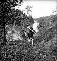 Roger-Viollet   169053   Retour de pêche en Autriche.   © Tony Burnand / Roger-Viollet