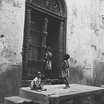 Roger-Viollet | 169567 | ZANZIBAR - SCULPTURED DOOR | © Roger-Viollet / Roger-Viollet