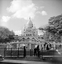 Roger-Viollet | 173930 | The Sacré-Coeur basilica. Paris (XVIIIth arrondissement), May 1955. | © Roger-Viollet / Roger-Viollet