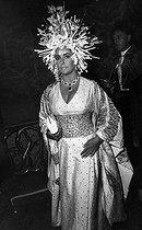 Roger-Viollet | 176004 | Elizabeth Taylor (1932-2011), American actress, and Richard Burton (1925-1984), British actor. | © Jack Nisberg / Roger-Viollet