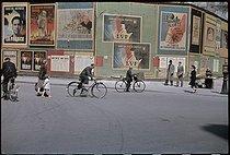 Roger-Viollet | 176778 | World War II. Poster. Paris, 1942. Photograph by André Zucca (1897-1973). Bibliothèque historique de la Ville de Paris. | © André Zucca / BHVP / Roger-Viollet