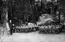 Roger-Viollet | 186201 | Open air class at the Vernay local school. Lyon (France, 1909. | © Albert Harlingue / Roger-Viollet