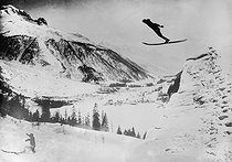 Roger-Viollet | 187374 | France - Ski jumping | © Maurice-Louis Branger / Roger-Viollet