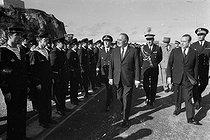 Roger-Viollet | 188045 | Georges Pompidou visite le sous-marin  le Redoutable  avec Michel Debré (ministre de la Défense Nationale). Brest, octobre 1971. | © Jacques Cuinières / Roger-Viollet