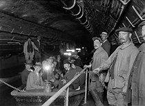 Roger-Viollet | 193946 | Paris- Visitors of Paris sewers | © Maurice-Louis Branger / Roger-Viollet