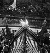 Roger-Viollet | 195046 | Notre-Dame de Paris Cathedral. Paris (IVth arrondissement). Photograph by Gaston Paris (1903-1964). Bibliothèque historique de la Ville de Paris. | © Gaston Paris / BHVP / Roger-Viollet
