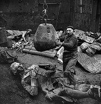 Roger-Viollet | 195109 | World War II. German occupation. Destruction of statues to recycle the metal. The statue of the Marquis de Condorcet, French politician, by Jacques Perrin (1847-1915). Paris, 1941. | © Pierre Jahan / Roger-Viollet