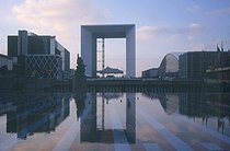 Roger-Viollet | 198161 | Paris-La-Defense. The Grande Arche. Architect: Johan Otto von Spreckelsen. January 2000. | © Roger-Viollet / Roger-Viollet