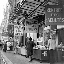 Roger-Viollet | 201614 | The bookshop Gibert Jeune, Saint-Michel quay. Paris, around 1960. | © Oswald Perrelle / Roger-Viollet