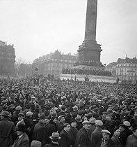 Roger-Viollet | 202228 | Rally of supporters of the Popular Front at the Place de la Bastille | © Marcel Cerf / BHVP / Roger-Viollet