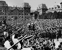 Roger-Viollet | 206577 | World War II. Liberation of Paris. Crowd gathered at the square of Notre-Dame to listen to the Te Deum, on August 26, 1944. | © LAPI / Roger-Viollet