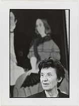 Roger-Viollet | 208962 |  Ainsi soit-elle  by Benoîte Groult, 25 years later : Michelle Perrot (born in 1928), in front of a portrait of George Sand. 2000. Photograph by Catherine Deudon (born in 1940). Paris, Bibliothèque Marguerite Durand. | © Catherine Deudon / Bibliothèque Marguerite Durand / Roger-Viollet