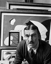 Roger-Viollet | 211782 | Fernand Léger (1881-1955), French painter. | © Pierre Choumoff / Roger-Viollet