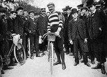 Roger-Viollet | 212305 | Cycling - Hippolyte Aucouturier | © Maurice-Louis Branger / Roger-Viollet
