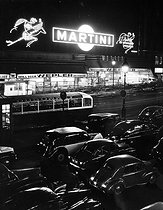 Roger-Viollet   214177   Neon signs of the Wepler brasserie at night, place de Clichy. Paris, 1950's. Photograph by Janine Niepce (1921-2007).   © Janine Niepce / Roger-Viollet
