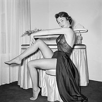 Roger-Viollet   215165   Nadine Tallier (future Nadine de Rothschild, born in 1932), French actress. Paris, circa 1955.   © Gaston Paris / Roger-Viollet