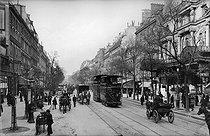 Roger-Viollet   217939   The boulevard de Strasbourg with L'Eldorado café-concert (on the right). Paris (Xth arrondissement), around 1890-1900.   © Neurdein / Roger-Viollet