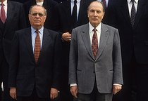 Roger-Viollet | 221866 | New Pierre Bérégovoy Cabinet : François Mitterrand (1916-1996) and Pierre Bérégovoy (1925-1993), French politicians. Paris, on April 8, 1992. | © Jean-Paul Guilloteau / Roger-Viollet