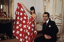 Roger-Viollet   222105   Karl Lagerfeld (1933-2019), German fashion designer. Artistic director for the Chloé couture house. Paris, on October 5, 1978.   © Jean-Régis Roustan / Roger-Viollet