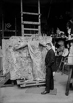 Roger-Viollet | 222905 | Paul Moreau-Vauthier (1871-1936), French sculptor, presenting his monument to the deaths of the   Wall of the Federate   of the cemetery of the Père-Lachaise, in Paris. | © Albert Harlingue / Roger-Viollet