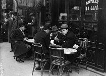 Roger-Viollet | 223613 | Paris - Terrace of a café | © Maurice-Louis Branger / Roger-Viollet