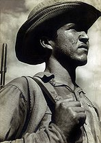 Roger-Viollet | 227507 | Cuba. Militian worker. Years 1960. | © Gilberto Ante / BFC / Roger-Viollet