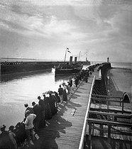 Roger-Viollet | 228086 | Paddle steamer entering the port. Boulogne-sur-Mer (France). 1895-1896. Detail from a stereoscopic view. | © Léon & Lévy / Roger-Viollet
