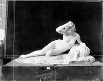Roger-Viollet | 228120 | Paul Eugéne Victor Bacquet (1848-1901).  La Source . | © Léopold Mercier / Roger-Viollet