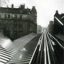 Roger-Viollet   229254   The elevated railway. Paris, 1980.   © Jean-Pierre Couderc / Roger-Viollet