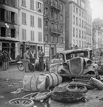 Roger-Viollet | 230299 | World War II. Liberation of Paris. Destroyed vehicle and marks of fights, near the quai Saint-Michel, on August 23, 1944. | © Pierre Jahan / Roger-Viollet
