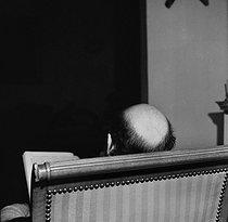 Roger-Viollet | 230472 | François Mitterrand (1916-1996), French politician, in his study. Paris, February 1978. | © Kathleen Blumenfeld / Roger-Viollet