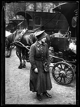 Roger-Viollet | 230727 | World War One. New jobs for women since the beginning of the war: deliverery woman for the Bon Marché department store. Paris, June 1917. Photograph published in the newspaper  Excelsior  of Sunday, June 24, 1917. | © Excelsior - L'Equipe / Roger-Viollet