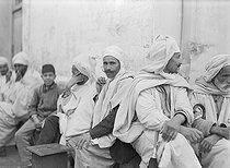 Roger-Viollet | 231617 | Group of Algerians in the Kasbah of Algiers, around 1930. | © Laure Albin Guillot / Roger-Viollet