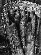 Roger-Viollet | 231731 | Breads in a bakery. | © Pierre Jahan / Roger-Viollet