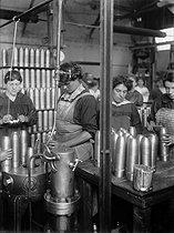 Roger-Viollet | 232549 | War - Women at work | © Maurice-Louis Branger / Roger-Viollet