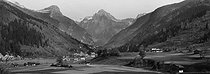 Roger-Viollet | 233826 | Sixt (Upper-Savoy). Overall view. Around 1910. | © Léon & Lévy / Roger-Viollet