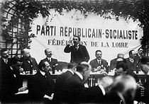 Roger-Viollet | 235801 | Aristide Briand pronouncing a speech in front of members of the Loire Federation of Republican and Socialist party. Saint-Etienne (Loire), December 22, 1913. | © Maurice-Louis Branger / Roger-Viollet
