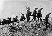 Roger-Viollet | 237008 | War - Canadian soldiers | © Maurice-Louis Branger / Roger-Viollet