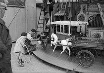 Roger-Viollet | 237341 | Merry-go-round. France, around 1935. | © LAPI / Roger-Viollet