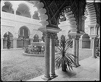 Roger-Viollet | 239343 | Exposition universelle de 1900. Reconstitution d'un jardin andalou au temps des Maures. Paris, 1900. | © Neurdein / Roger-Viollet