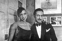 Roger-Viollet   242018   Joséphine Baker (1906-1975), American variety artist, with her friend  Pepito  Abanito.   © Roger-Viollet / Roger-Viollet