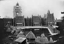 Roger-Viollet | 243128 | Exposition coloniale de 1931, Paris, bois de Vincennes. Section de l'Afrique Occidentale Française. La mosquée. | © Roger-Viollet / Roger-Viollet